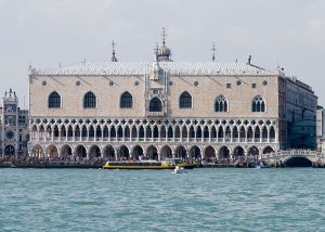 800px-Photograph_of_of_the_Doges_Palace_in_Venice