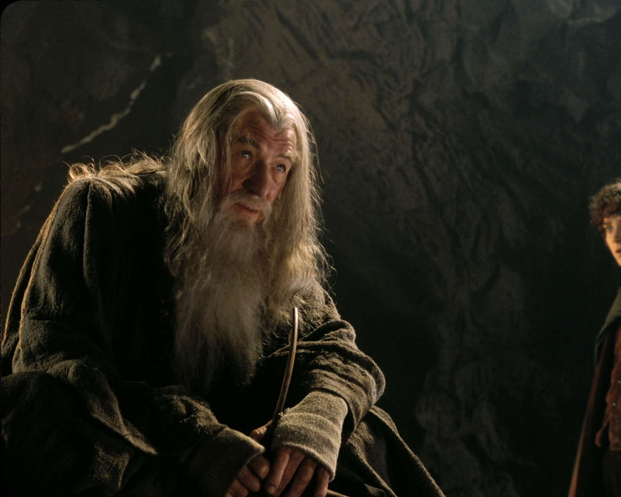 lord of the rings what does It depends on who you are the more power you have on your own, the more power it will give to you sauron uses it to control middle earth, and anyone.
